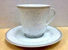 Set of 6 Gold Border Porcelain Wholesale Tea Cups and Saucers in ...