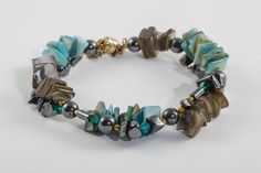 Green mother of pearl bracelet, handmade beadwork gemstone bracelet, made of hematite and vermeil elements, with magnetic clasp - pinned by pin4etsy.com