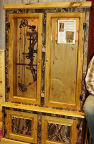 Bow rack w/ arrow storage We are in desperate need of one of these ...