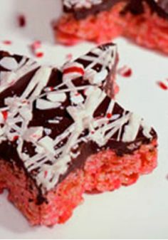 Peppermint RICE KRISPIES TREATS – When dessert treats want to dress up for the holidays, they cover themselves in chocolate and accessorize with crushed peppermint candies.