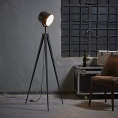 Shop for Versanora - Artiste Tripod Floor Lamp with Shade - Black & Gold Finish. Get free delivery On EVERYTHING* Overstock - Your Online Lamps & Lamp Shades Store! Get in rewards with Club O! Industrial Style Floor Lamp, Modern Floor Lamps, Modern Lighting, Retro Floor Lamps, Cool Floor Lamps, Black Floor Lamp, Lamp Shade Store, Bedroom Lamps, Gold Bedroom
