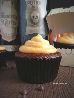Guest Post: #paleo Chocolate Cupcakes with Pumpkin Spice Frosting