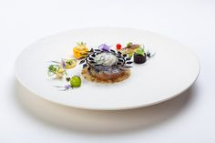 Plates and Platter made by Team Denmark, 3rd place at the Bocuse d'Or Europe 2020 #bocusedor #bocusedoreurope #roadtolyon Bocuse Dor, Panna Cotta, Europe, Plates, Ethnic Recipes, Food, Licence Plates, Dulce De Leche, Dishes