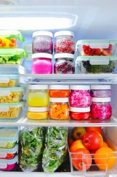 The Eat to Live Fridge Who doesn't love a fridge full of rainbow plant food? You can get tips to help you make your fridge a tool for healthy-eating success! It's all about glass food storage containers and keeping everything visible! Healthy Fridge, Healthy Snacks, Healthy Tips, Happy Healthy, Plant Based Eating, Plant Based Diet, Glass Food Storage, Storage Containers, Food Prep Storage