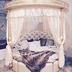 Adorable 60 Luxury Bedroom Design Ideas https://livingmarch.com/60-awesome-luxury-bedroom/