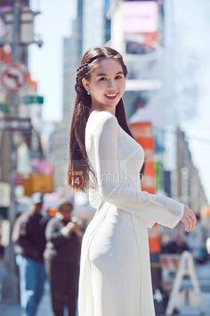 Ngọc Trinh duyên dáng áo dài trên đường phố New York 8