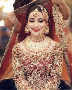 Cuteeeee Bride now a days Bridal Mehndi Dresses, Pakistani Bridal Makeup, Pakistani Wedding Outfits, Indian Bridal Outfits, Pakistani Wedding Dresses, Pakistani Dress Design, Pakistani Suits, Bridal Lehenga Collection, Shadi Dresses