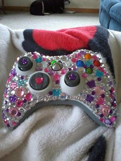 xbox controllers Decoden by - Objet Wtf, Deco Pastel, Pastel Goth, Fun Crafts, Diy And Crafts, Diys, Xbox Controller, Decoden, Girly Things