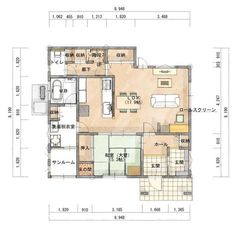 学校から帰ったきた子供がリビングで宿題を出来るように作りつけの机を設置し、ランドセル等を置ける収納も設けました。 テレビを背にしての勉強なので、それなりに集中出来そうです♪ リビング+和室の間取りですが、玄関から出入り出来る和室になっているの… Japanese House, Modern House Plans, House Layouts, House Rooms, Floor Plans, Flooring, How To Plan, Interior Design, Space