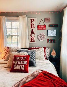 vsco- caitymiller – Home Decor Apartment Cosy Christmas, Christmas Feeling, Christmas Bedroom, Farmhouse Christmas Decor, Christmas Home, Winter Bedroom, Merry Christmas, Cute Room Decor, Christmas Aesthetic