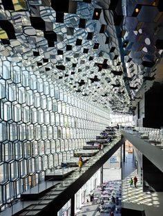 Reykjavik: Harpa Concert Hall, Reykjavik, Islândia - Olafur Eliasson & Henning Larsen Architects © Pedro Kok >> Explores our Deals!