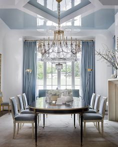 """"""""""" Suzanne Kasler loves a White Wall Color """""""" Why Suzanne Kasler loves white walls """""""" Dining Room Blue, Luxury Dining Room, Living Room White, White Rooms, Dining Room Design, Dining Room Chairs, White Walls, White Dining Rooms, Dining Table"""