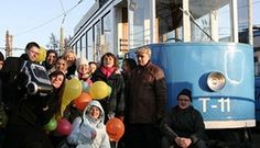 Tram party is a novel way to celebrate birthdays, wedding anniversaries, reunions or gatherings.