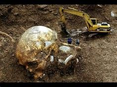 Nephilim Giants / Angels & Aliens of the Past / Scheletro interista / Ancient Human Skeletons Aliens And Ufos, Ancient Aliens, Ancient History, Ancient Egypt, Giant Skeletons Found, Human Giant, Nephilim Giants, Nephilim Bones, Giant People