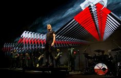 Roger Waters, l'ex Pink Floyd sfida Trump: The Wall suonato al confine