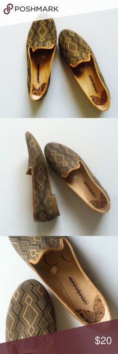 Sam & Libby Tan Leather Aztec Print Classic Loafer I am selling the perfect pair of loafers          Color:tan and black Style:loafers with Aztec print Size: 5 1/2 Condition:like new Notes:inside and outside soles are clean Sam & Libby Shoes Flats & Loafers