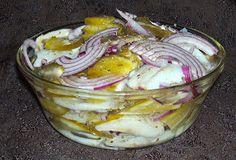 W Mojej Kuchni Lubię..: matiasy z kiszonym ogórkiem i czerwoną cebulą w ol...
