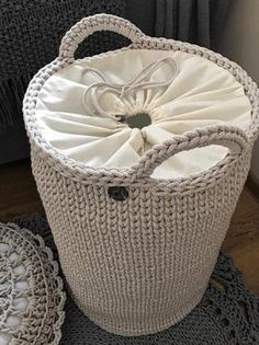 New ideas for crochet rug diy weaving Crochet Storage, Crochet Box, Crochet Basket Pattern, Knit Crochet, Crochet Baskets, Free Crochet, Knitting Patterns, Crochet Patterns, Rope Basket