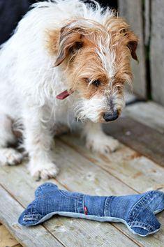 Hundespielzeug Knochen ❤ selber nähen ❤ Upcycling von alten Jeans ❤ einfach ❤ für Anfänger geeignet ❤ Nähanleitung ❤ ✂ Jetzt Nähtalente.de besuchen ✂