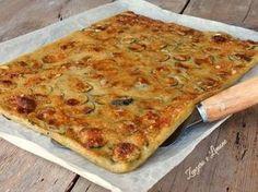 La schiacciata di zucchine è una ricetta facilissima da realizzare, veloce e genuina. Ottima come finger food ad un buffet informale.