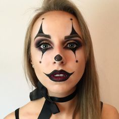 DIY Halloween Makeup Looks - Halloween İdeas Halloween Clown, Halloween Zombie Makeup Tutorial, Black Halloween Makeup, Clown Makeup Tutorial, Makeup Black, Looks Halloween, Clown Costume Diy, Black Halloween Costumes, Face Paint For Halloween