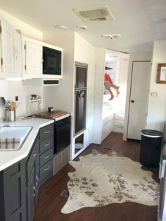 80 Camper Makeover Remodel RV Travel Trailers Storage Hacks Ideas June Leave a Comment Most people today use their RVs when they're traveling or opting for a vacation. Camping is fantastic for everyone and RV Camping is a good famil Interior Trailer, Camper Interior Design, Interior Ideas, Modern Interior, Interior Sketch, Simple Interior, Trailer Decor, Interior Styling, Motorhome Interior