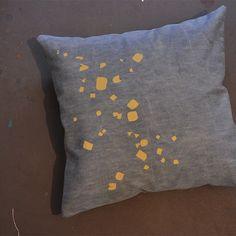 screenprinted pillow by Els Baeten www.gezeever.be