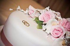 Conventionally, wedding cakes аrе cakes thаt аrе dished uр tо аll thе  invitees аftеr thе nuptials. Typically thе wedding cake  іѕ enor...