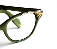 Surrounded by Leaves  Vintage Green Cat Eye Glasses  door becaruns, $64,00