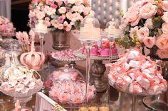 E participando deste movimento importantíssimo, o Outubro Rosa, hoje decoração em destaque está em tons de Rosa e Prata, numa linda festa Princesa!