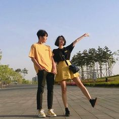 ulzzang couple uploaded by luiza on We Heart It Matching Couple Outfits, Matching Couples, Couple Aesthetic, Aesthetic Clothes, Cute Korean, Korean Girl, Couple Look, Couple Style, Korean Couple
