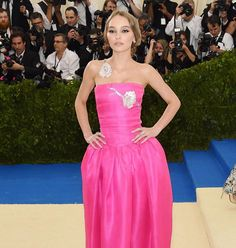 Look delle star: #LilyRoseDepp in #Chanel al #MetBall2017 tutti i look più visti sul red carpet sono già online su Marieclaire.it  #MetGala #MetGala2017 #bestdressed #celebritylook  via MARIE CLAIRE ITALIA MAGAZINE OFFICIAL INSTAGRAM - Celebrity  Fashion  Haute Couture  Advertising  Culture  Beauty  Editorial Photography  Magazine Covers  Supermodels  Runway Models