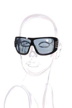 #Chanel | Luxuriöse #Sonnenbrille mit CC Logo an der Seite | Chanel #Sonnenbrille | mymint-shop.com | Ihr #OnlineShop für #Secondhand / Vintage #Designerkleidung & Accessoires bis zu -90% vom Neupreis das ganze Jahr #mymint