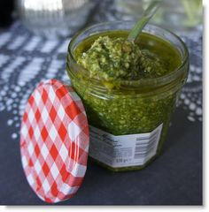 Cucina a Cas'a : Pesto van basilicum Pesto Hummus, Pesto Dip, Pesto Sauce, Chutney, Snack Recipes, Healthy Recipes, Snacks, Pesto Dressing, Salsa