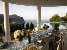 Designed by Julia Palmer, this villa in Mallorca redefines luxury. Built keeping the Mediterranean theme in mind, this villa rests peacefully amidst nature. Villa Design, Outdoor Dining, Outdoor Spaces, Dining Table, Outdoor Retreat, Outdoor Pool, Ikea Dining, Dining Decor, Dining Area