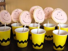 DIY Charlie Brown Cups filled with peanut M&Ms and a Charlie Brown sugar cookie Snoopy Party, Snoopy Birthday, Charlie Brown Thanksgiving, Charlie Brown Christmas, Thanksgiving Parties, 2nd Birthday Parties, Birthday Fun, Birthday Ideas, Movie Party