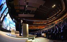 """Macri: """"Hoy en la Argentina hay lugar para todos""""   El presidente Mauricio Macri inauguró el Foro de Inversión y Negocios de Argentina en el CCK.  """"En los próximos días tendrán la oportunidad de echar un vistazo a las múltiples oportunidades que hay en nuestro país producto de nuestros recursos naturales pero sobre todo de los valiosísimos talentos que tenemos"""" dijo en su mensaje ante los casi 2.000 líderes empresarios provenientes de 67 países que participan del evento. El mandatario…"""