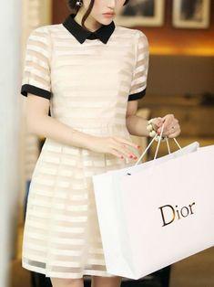 Vestido clássico - estilo glam chic - http://vestidododia.com.br/estilos/estilo-glam/estilo-glam-chic/conheca-o-estilo-glam-chic/