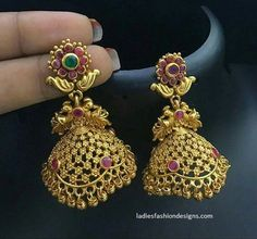 Awesome different types of gold earrings(jhumkas) designs - Fashion Beauty Mehndi Jewellery Blouse Design Gold Jhumka Earrings, Jewelry Design Earrings, Gold Earrings Designs, Gold Jewellery Design, Silver Jewellery, Wedding Earrings Gold, Jhumka Designs, Indian Jewelry, Diamond Earrings