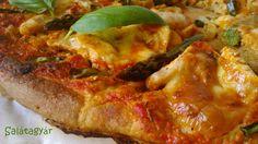 Zabpehelylisztes diétás pizzatészta spárgával, csirkecsíkokkal.