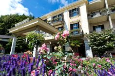 Alles blüht um den #warmbaderhof. www.warmbaderhof.com Das Hotel, Austria, Ayurveda, Relax, Mansions, House Styles, Outdoor Decor, Plants, Travel