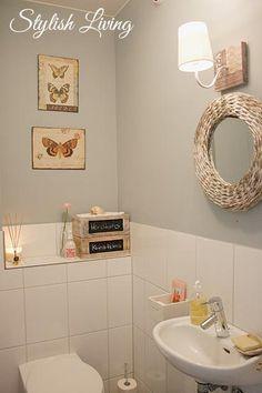 Stylish Living - das Bild sagt es selbst. In romantischer Atmosphäre ist Wohlfühl-Programm auf der Gäste-Toilette angesagt #WC #romantic #bathroomdesign