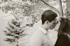 www.frostedprodutions.com | #utah #photographer #outdoor #photography #engagement #photo #ideas #pine #tree #couple #kissing