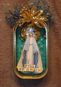 This shrine was made from a sardine can, paper, trims and fiber. FULL Of GRACE Catholic Crafts, Catholic Art, Religious Art, Altered Tins, Altered Art, Kitsch, Home Altar, Tin Art, Idee Diy