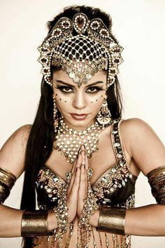reminds me of vanessa hudgens' belly dance costume at Sucker Punch. Belly Dancer Costumes, Belly Dancers, Dance Costumes, Vanessa Hudgens, Belly Dance Lessons, Belly Dancing Classes, Tribal Fusion, Headdress, Headpiece