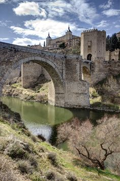 Puente de Alcàntara y Alcázar , Toledo, Spain, town of El Cid. Toledo is said to have been populated since the Bronze Age. Places Around The World, Oh The Places You'll Go, Places To Travel, Places To Visit, Around The Worlds, Madrid, Places In Spain, Toledo Spain, Voyage Europe