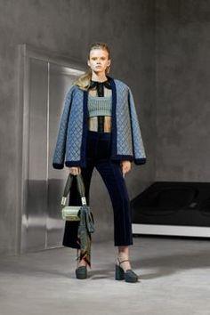 Fendi Pre-Fall 2020 Fashion Show - Vogue Live Fashion, Fashion 2020, Passion For Fashion, Runway Fashion, Fashion Trends, Fashion Fashion, Fendi, Gucci, Vogue Paris