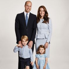 """10.1k Likes, 153 Comments - Kensington Palace (@kensingtonroyal) on Instagram: """"The Duke and Duchess of Cambridge are pleased to share a new photograph of their family. The image…"""""""