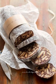 Chocolate salami: original recipe super easy and super yummy! Comida Armenia, Cake Recipes From Scratch, Italian Cookies, Sweet Cakes, Chocolates, Italian Recipes, Love Food, Sweet Recipes, Pavlova