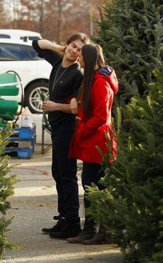 Ian Somerhalder and Nina Dobrev picking out a Christmas tree...how cute!